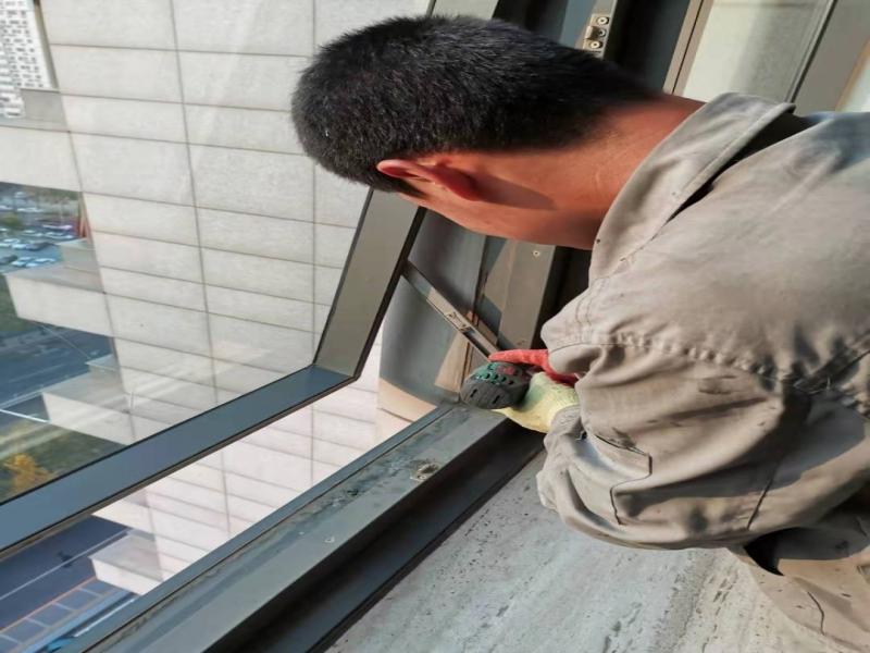 幕墙开启扇五金件维修 开启扇五金件更换 开启窗维修 幕墙维修