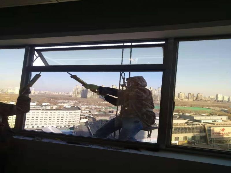 蜘蛛人打胶 高空作业 幕墙维修 防水补漏